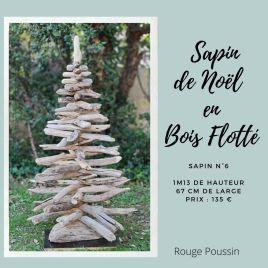 Sapin de Noël entièrement réalisé avec du bois flotté ramassé en borde de mer. Il mesure 1m13 de haut et 67 de large