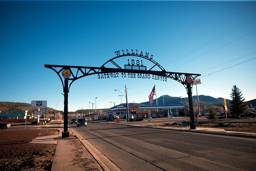 Kingman building 'welcome arch' to its downtown