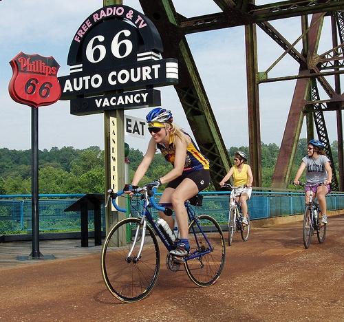 cyclists on Old Chain of Rocks Bridge