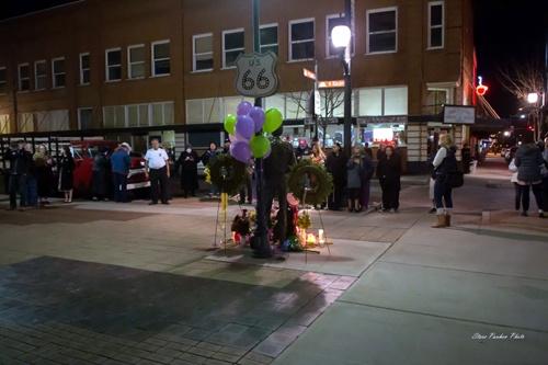 Nearly 200 attend Glenn Frey memorial in Winslow