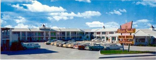 Desert Sands Motel postcard