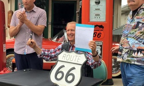Governor signs Illinois Route 66 motorcycle plate bill