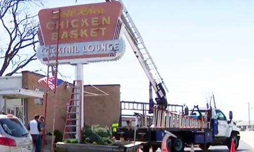 Dell Rhea's Chicken Basket neon sign comes down — temporarily