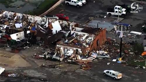 Motel in El Reno destroyed by tornado; at least 2 dead