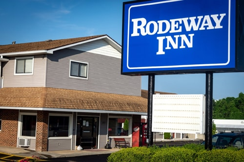Fire damages Rodeway Inn motel, restaurant in St. Robert
