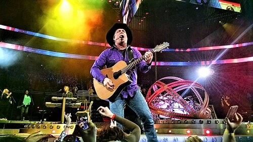 300 drive-in theaters to screen a one-night-only concert of Garth Brooks