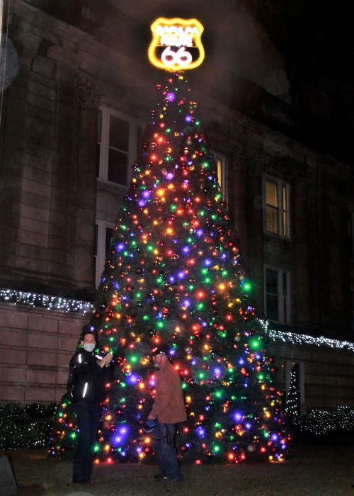 Sapulpa lights up its first Tree of Hope for the holiday