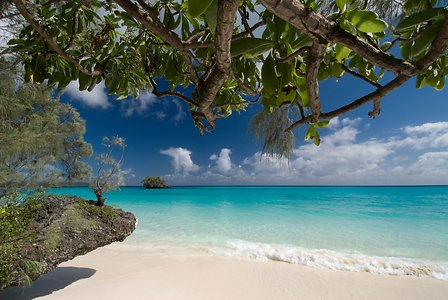 circuit en nouvelle caledonie plage de sable blanc ile de lifou un voyage routedelacaledonie com