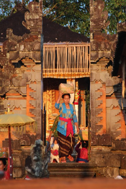 Central Bali day trip: temple in evening light