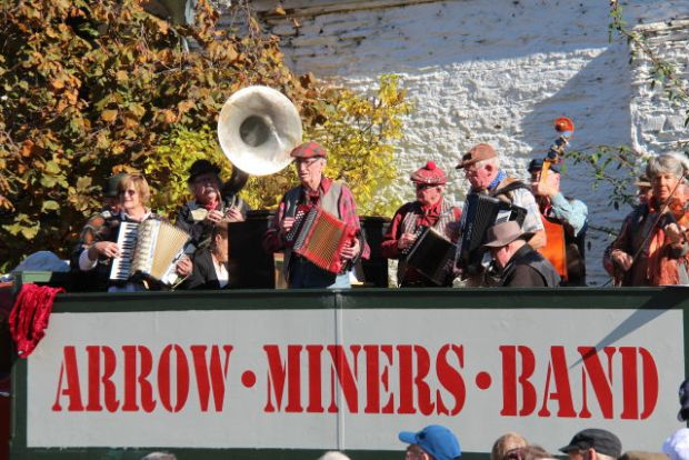 Arrowtown Miners Band, Queenstown day trips by car