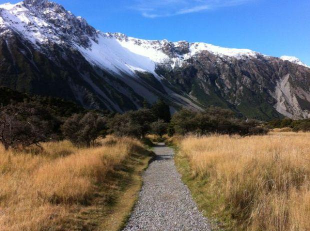 Short walks in Mount Cook national park: Mueller Glacial Lake