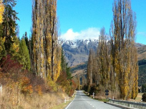 Road Arrowtown to Queenstown