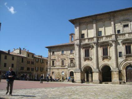 Agriturismo holiday in Tuscany Capitoni Pienza plaza