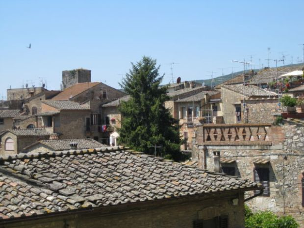 Toscana Scenic Drive, San Gimignano hilltop town