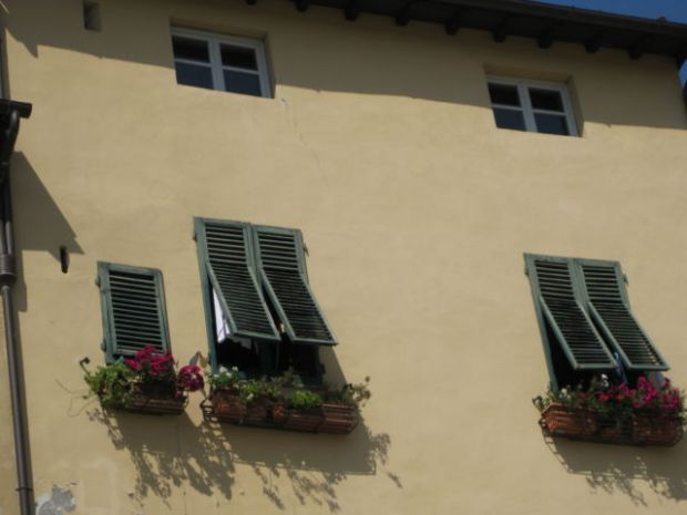 Tuscany scenic drive, a typical Lucca house wall