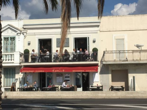 Nice in one day, Promenade des Anglais cafe