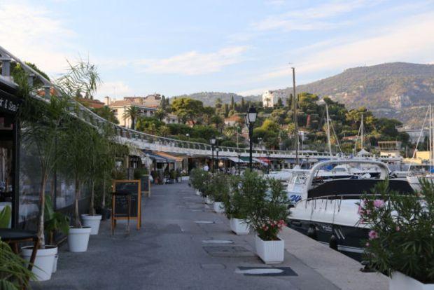 Walking around Cap-Ferrat, Saint-Jean harbor restaurants