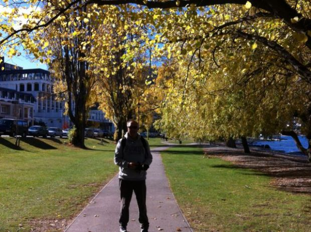 Queenstown walk in Saint Omer Park