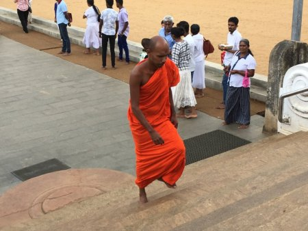 Buddhist monk entering Ruwanwelisiya Dagoba