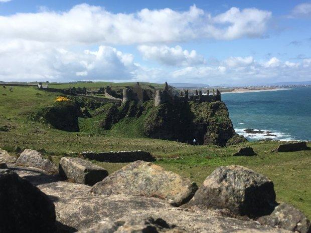 Giant's Causeway day trip Dunluce castle