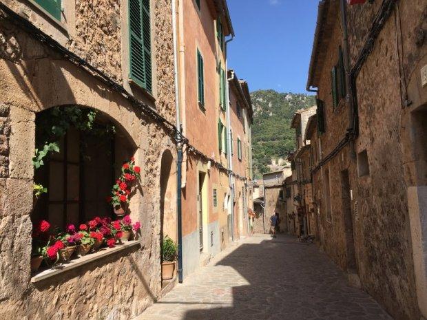 The street to Esglesia de Sant Bartolomeu
