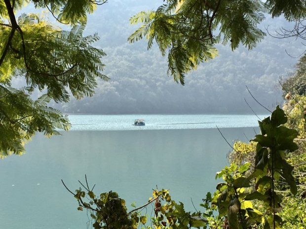 Travel in Nepal, Lake Phewa in Pokhara