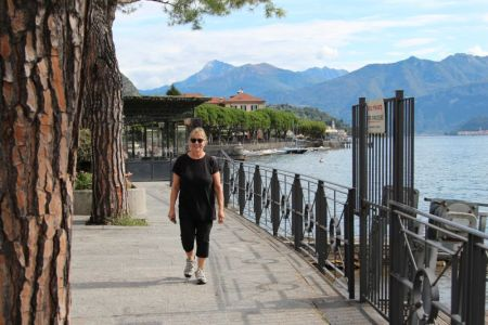 Hiking along Lake Como shores