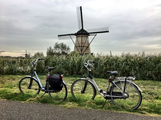 Kinderdijk windmill and bikes