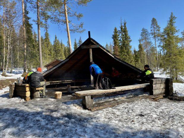 Arctic Lapland spring: Kesänkijärvi wind shelter