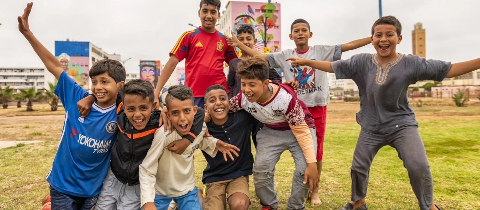 Jeunes Marocains près de Casablanca au Maroc - Les Routes du Monde