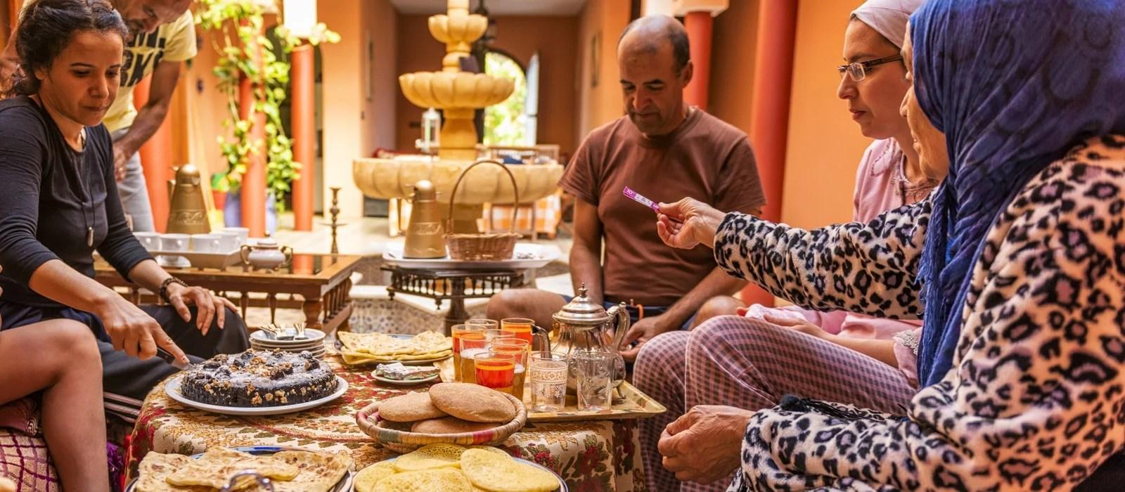 Famille de Karim au Riad de Oualidia au Maroc - Les Routes du Monde