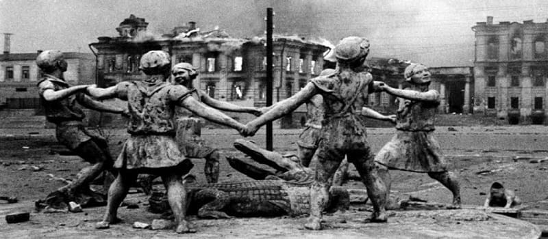 Ρότζερ Γουότερς: «Ήταν ο ρωσικός λαός αυτός που έκανε τις μεγαλύτερες θυσίες για να νικήσει τους ναζί»