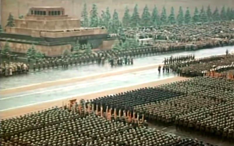 Δείτε έγχρωμη την Παρέλαση της Αντιφασιστικής Νίκης στις 24 Ιούνη 1945