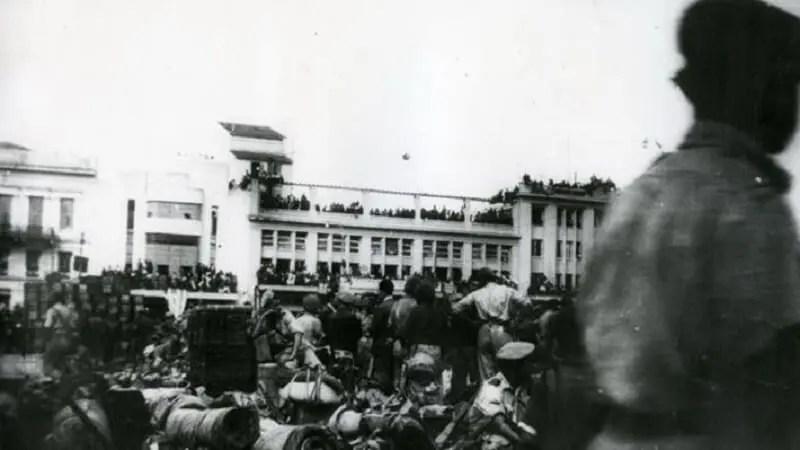 Αποβίβαση Άγγλων στρατιωτών στον Πειραιά