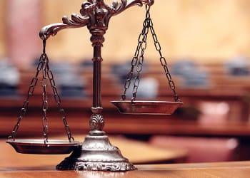 Η «φάμπρικα» των δικαστικών διεκδικήσεων 13ου-14ου μισθού