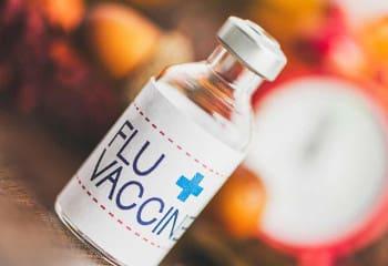 Η ανύπαρκτη δωρεάν εμβολιαστική κάλυψη οδηγεί στο θάνατο