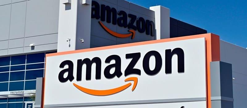 Η Amazon παραδέχτηκε ότι οδηγοί της ουρούν σε μπουκαλάκια