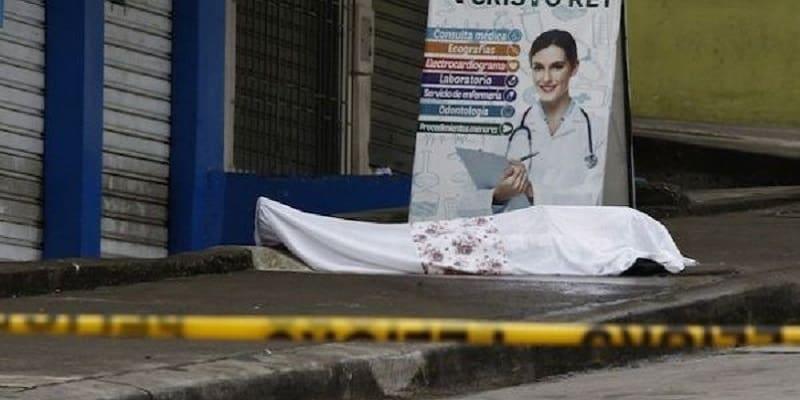 Ισημερινός: Ο στρατός απομάκρυνε 700 σορούς ανθρώπων που πέθαναν στα σπίτια τους