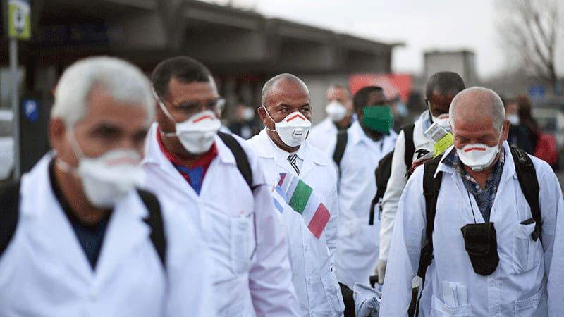Και η «Καθημερινή» υποκλίνεται στην Κούβα: Η Ιταλία κι o «Στρατός με τις λευκές ρόμπες»