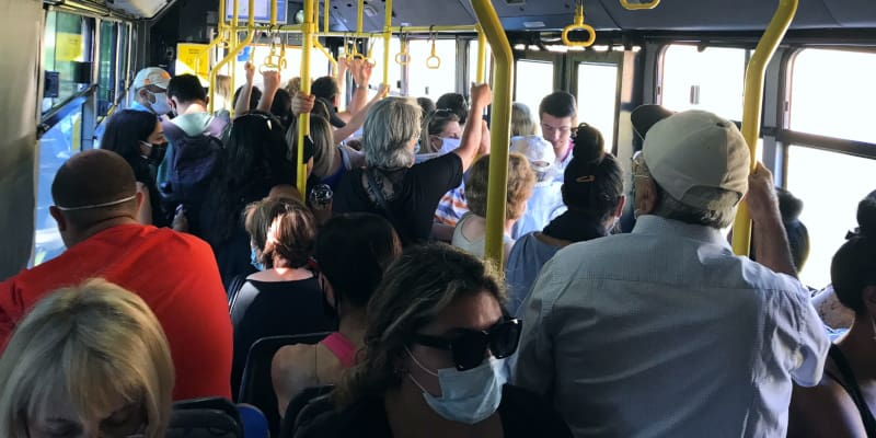 Κοροϊδία χωρίς όρια: «Μυστικοί επιβάτες» στα ΜΜΜ