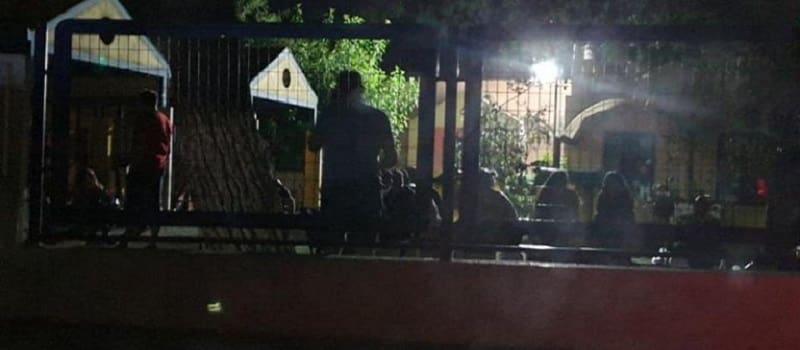 Ξενύχτι έξω από παιδικούς σταθμούς για μια θέση στον ήλιο