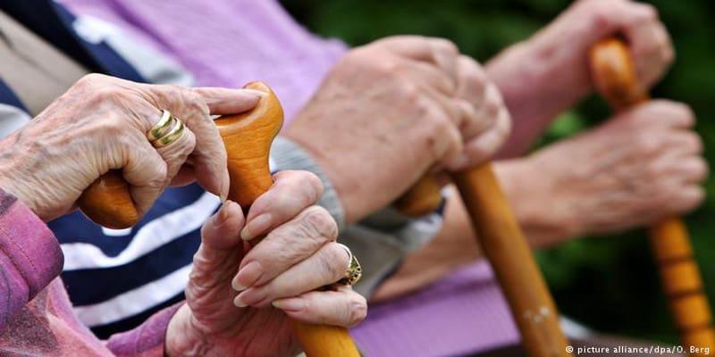 Οι μισοί συνταξιούχοι στη Γερμανία ζούνε κάτω από το όριο της φτώχειας