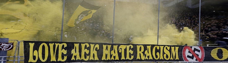 Οπαδοί της ΑΕΚ ρίχνουν «πόρτα» στους φασίστες στο Κορωπί!