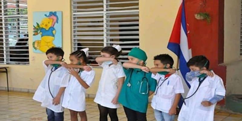 Ο βήχας και η απέχθεια του «Ελληνικά Hoaxes» για την Κούβα δεν κρύβονται