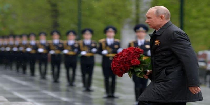 Πούτιν: «Ο Στάλιν δεν λερώθηκε ποτέ με συναντήσεις με τον Χίτλερ»