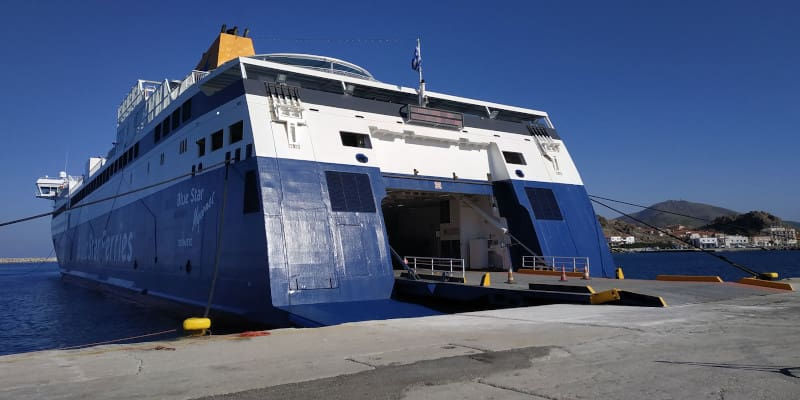 Σε καραντίνα το «Blue Star Μύκονος» με 418 επιβαίνοντες λόγω ύποπτου κρούσματος
