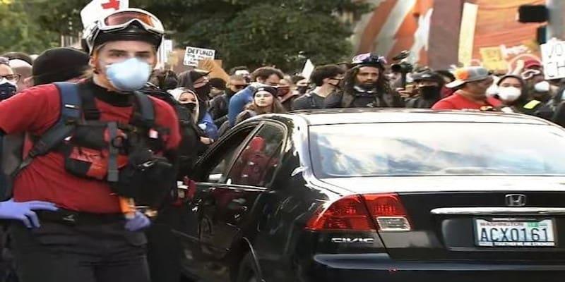 Σιάτλ: Οδηγός έπεσε πάνω στο πλήθος και πυροβόλησε διαδηλωτή