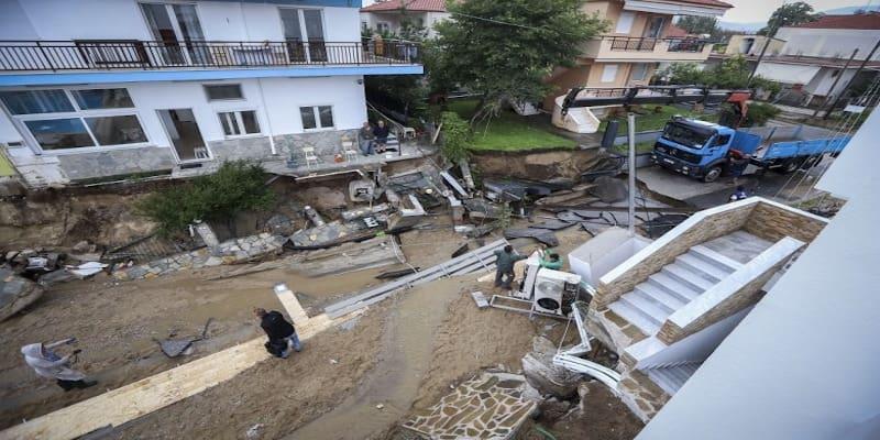 Τα Βρασνά πνίγονται από μια νεροποντή αλλά άκρα του τάφου σιωπή