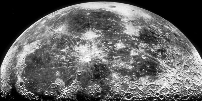 Υπάρχει πόσιμο νερό στη Σελήνη και σε μεγάλη ποσότητα επιβεβαίωσε η NASA