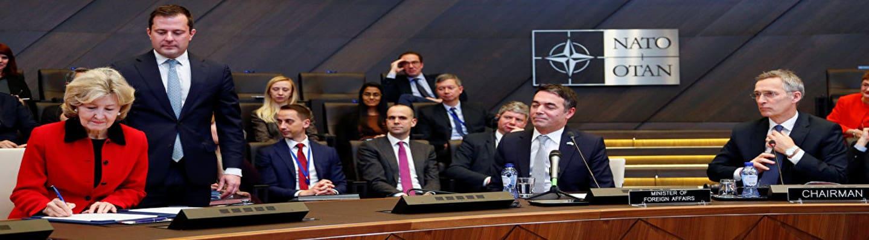 Υπογράφηκε το πρωτόκολλο ένταξης της ΠΓΔΜ στο ΝΑΤΟ